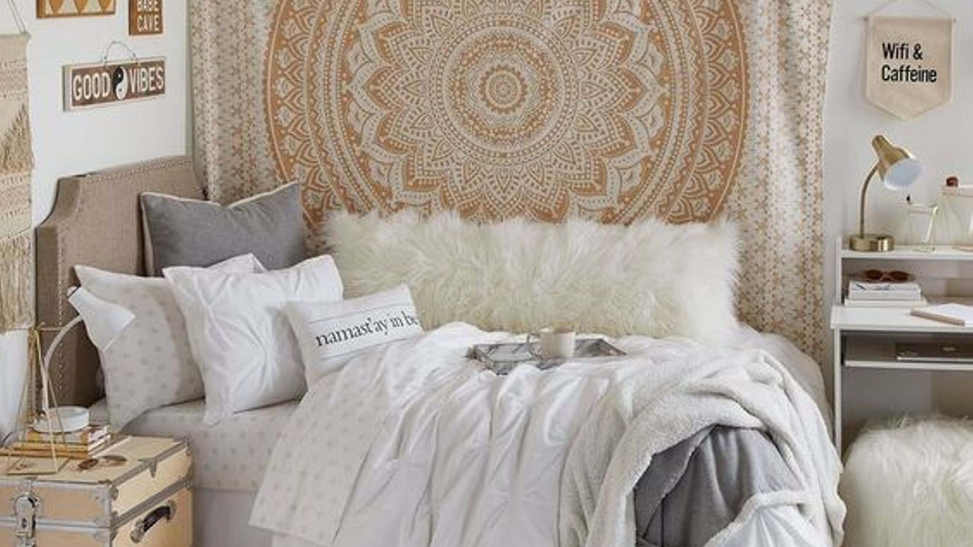 15 Dorm Room Wall Decor Ideas We Are Obsessing Over Living